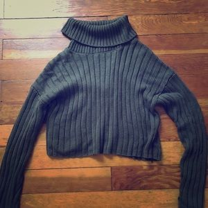 Warm turtleneck cropped sweater